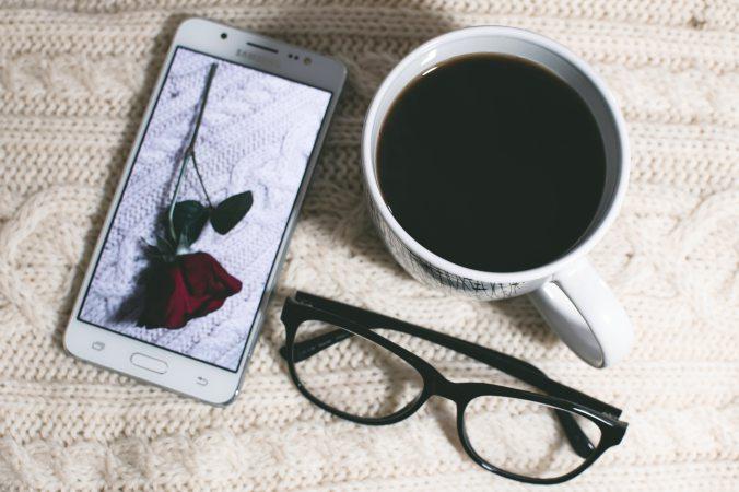 black-coffee-caffeine-cell-phone-878236 (1)